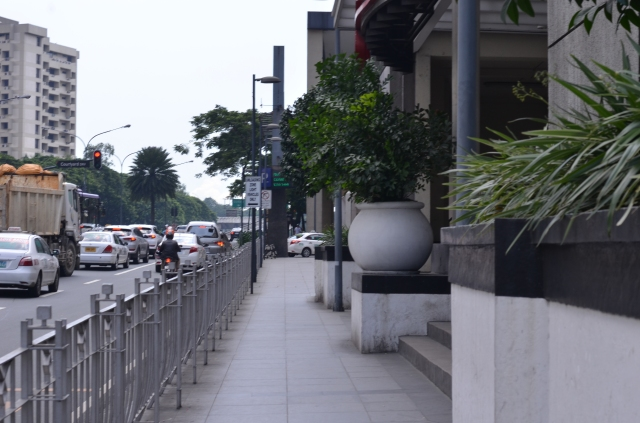 Street and cars lined up in the city